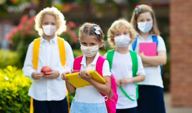 How do experts criticise the reduction of children's rights because of the coronavirus scandal?